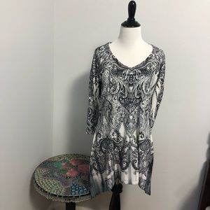 Live and let Live black and white tunic 3/4 sleeve